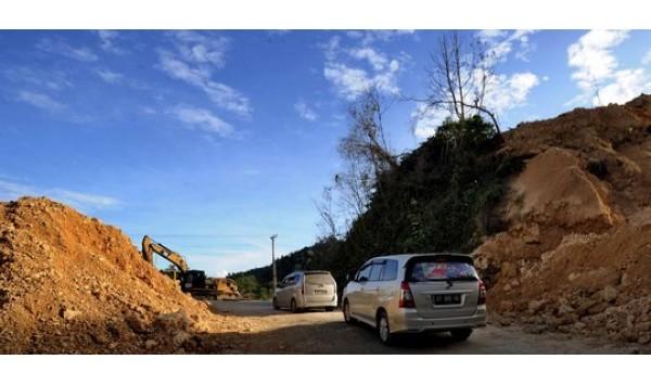 Bengkel di Jalan Trans di Sulawesi, di Jalur yang Terkenal Ekstrem di Sulawesi